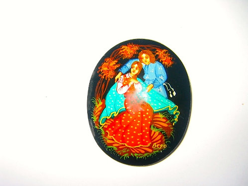 Broche russe couple - robe rouge réf . 002