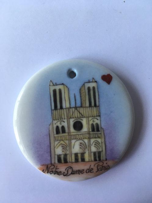 pendentif Notre-Dame de Paris sur porcelaine