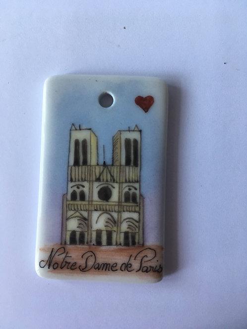Pendentif Notre-Dame avec coeur en porcelaine