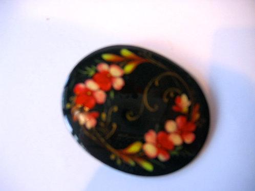Broche ovale, peinte sur métal - décor orangé