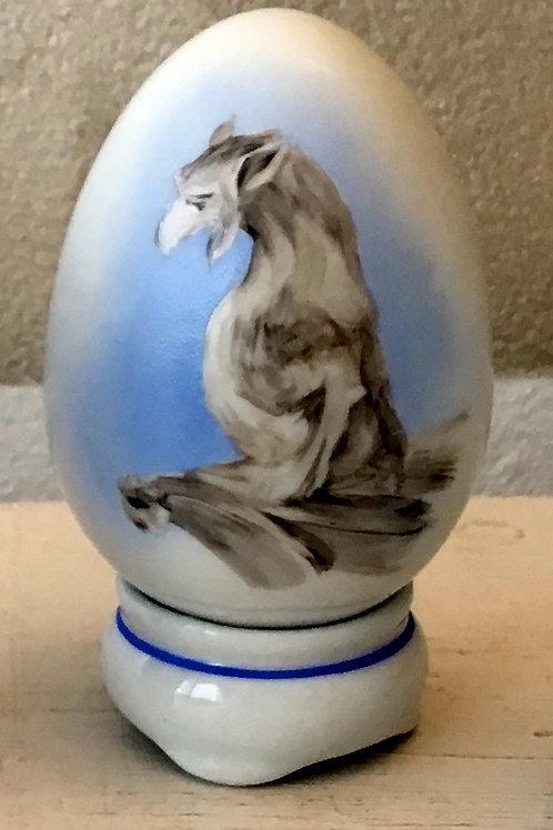 Chimère de la collection prestige peinte sur oeuf de porcelaine
