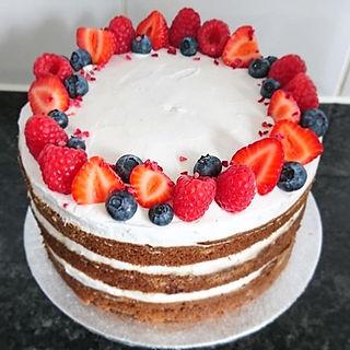 Triple layered vanilla cream cake 🎂 Lay