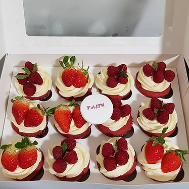 12 cupcakes with berries