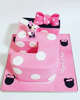 Number 5 Minnie cake