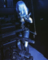Der Folterstuhl im Dominastudio ist beliebt bei Maso-Sklaven für Nippelfolter und anale Spiele. Ganz gemein ist die sensorische Deprivation.