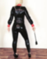 Wenn Lady Addison ein Latex-Outfit trägt, können ihre Sklaven nicht auf Gnade hoffen
