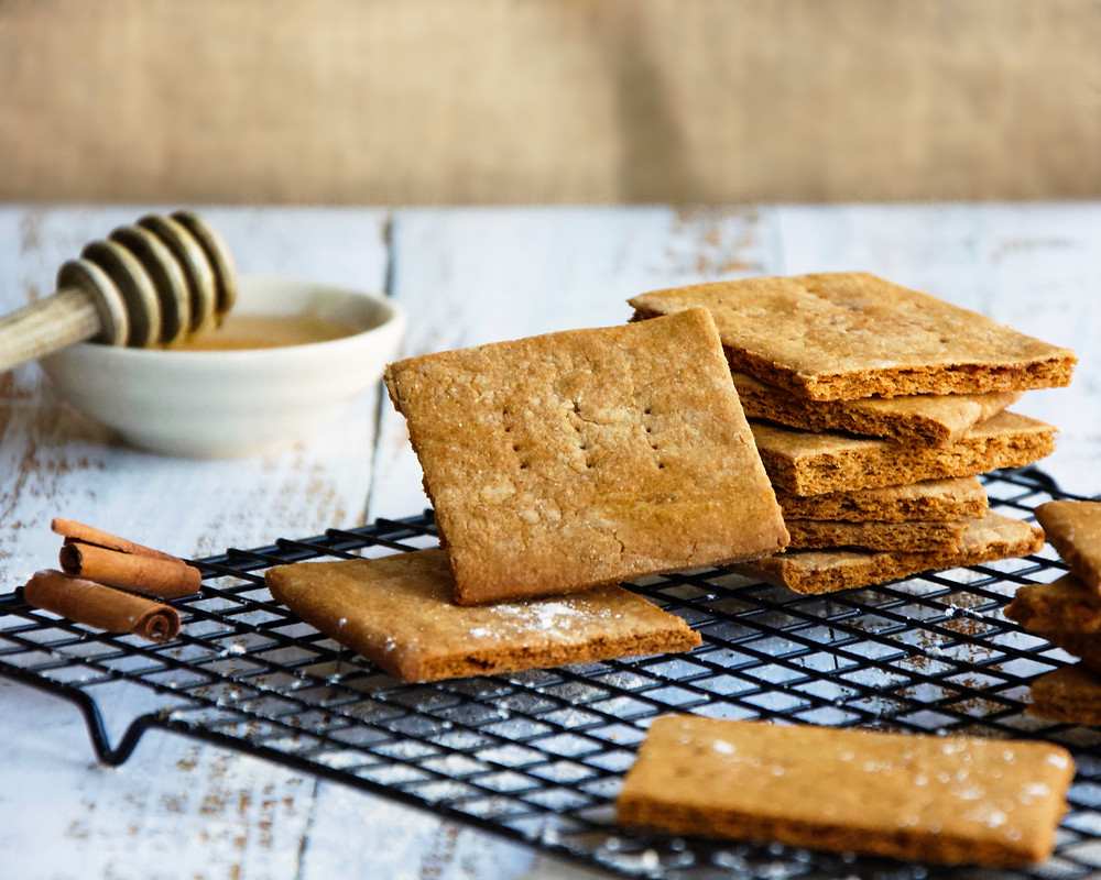 Homemade Graham Crackers with Honey and Cinnamon