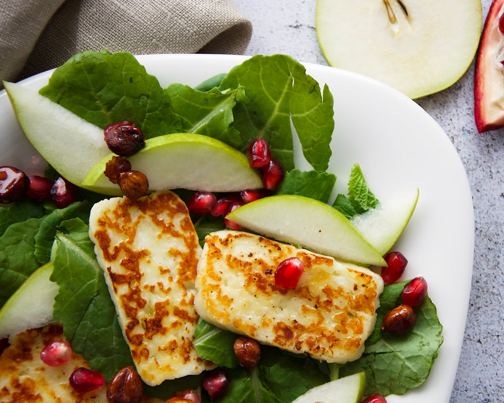 Salad with halloumi, pear, pomegranate and honey hazelnuts.