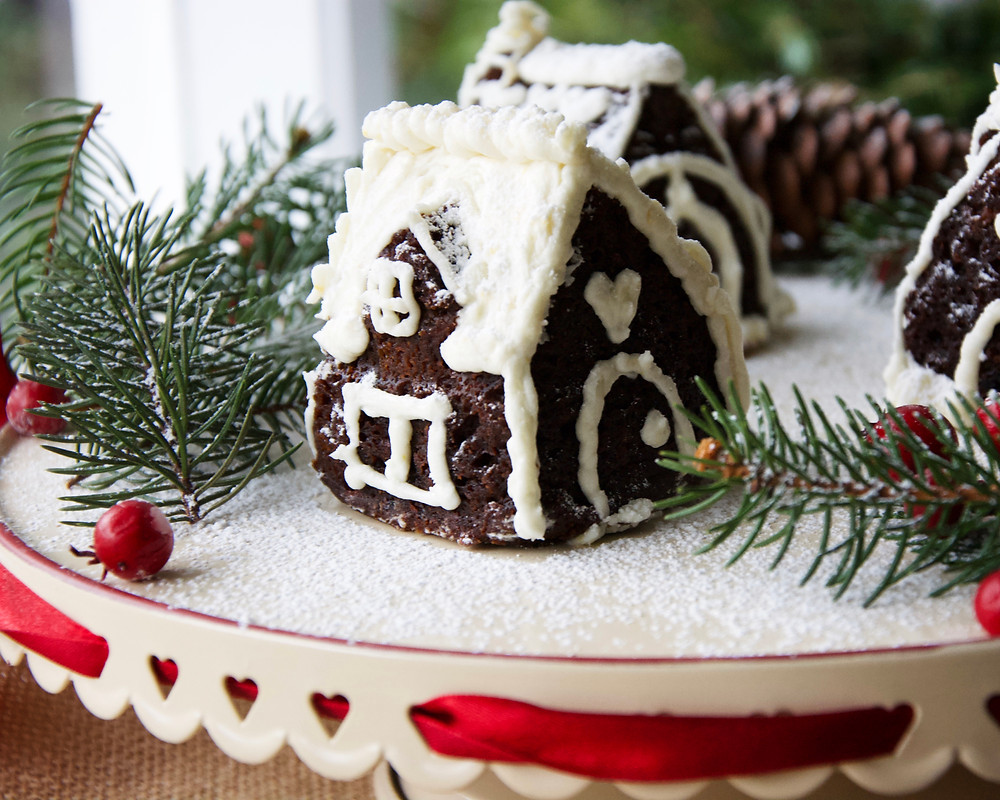 Mini Gingerbread House side view on cake platter.