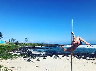 Amandine Philippe pole dance beach