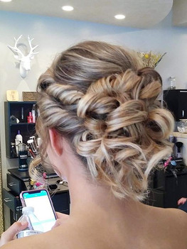 Beautiful updo😍 •_•_•_•_•_#prom #anchor