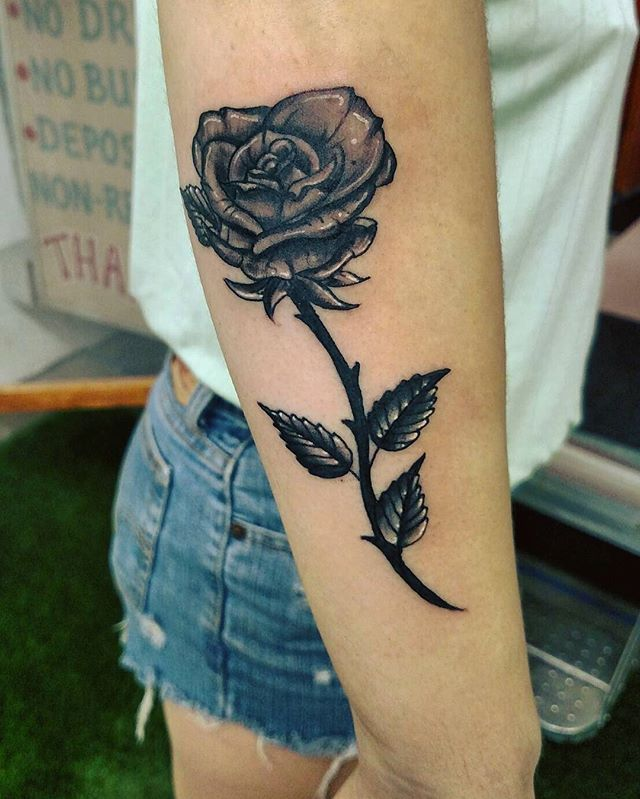 Made this little rose yesterday #tattooedgirls #chickswithtattoos #blackandgreytattoo #rosetattoo