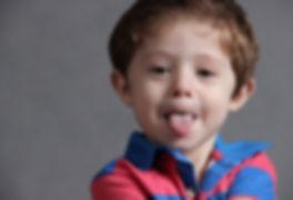 Bambino, linguaccia, Metodo Tomatis, voce e linguaggio, difficoltà di comuniazione