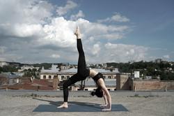 Faire du yoga sur le toit