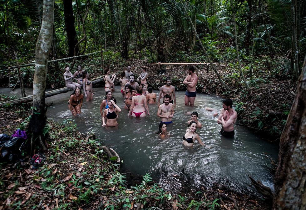 Igarapé no meio da floresta. Foto de Davi Boarato