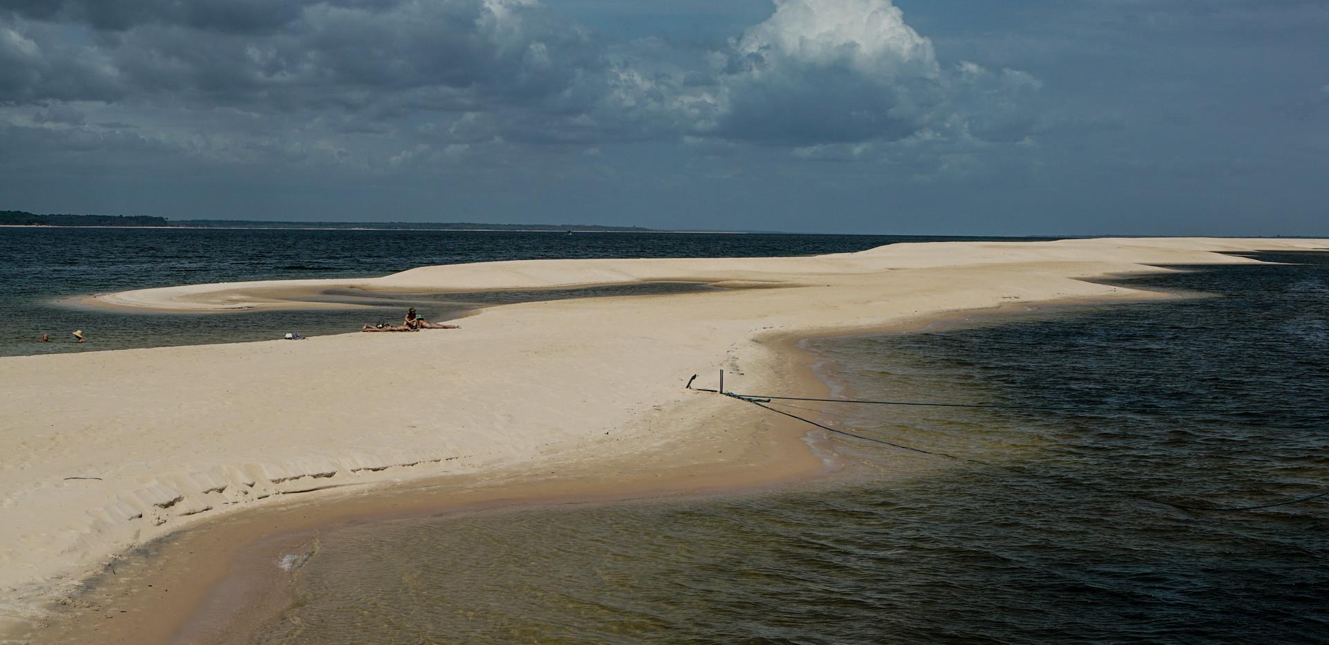 O rio Arapiuns e suas pontas de areia. Foto de Davi Boarato