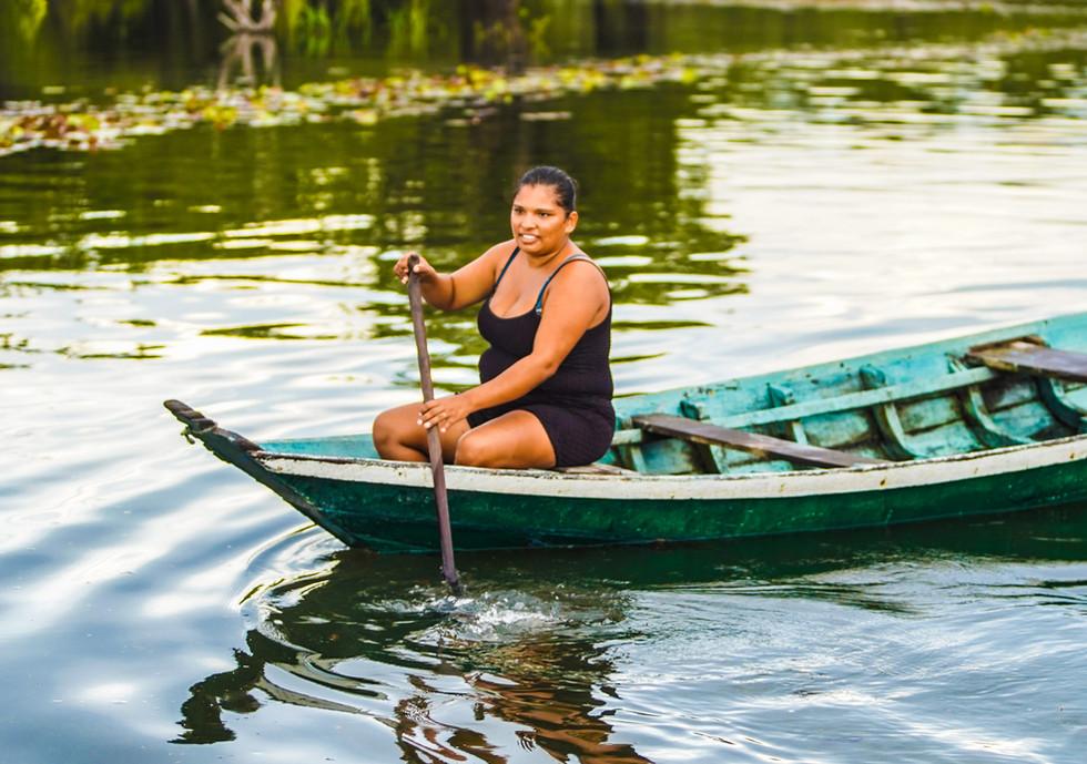 Passeios de canoa.