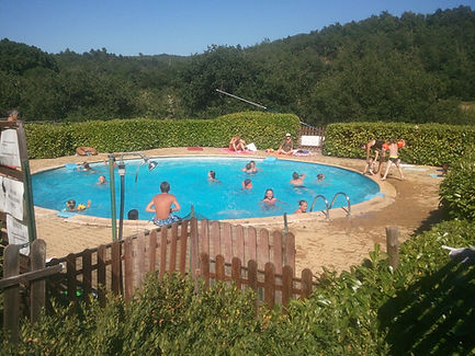 Piscine ronde du camping. camping Simiane Haute Provence Luberon location gîtes chalets