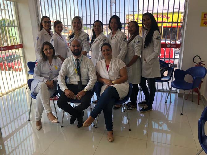 Sob a supervisão da preceptora Mariana Machado, os acadêmicos do curso de Enfermagem que atuam em sa