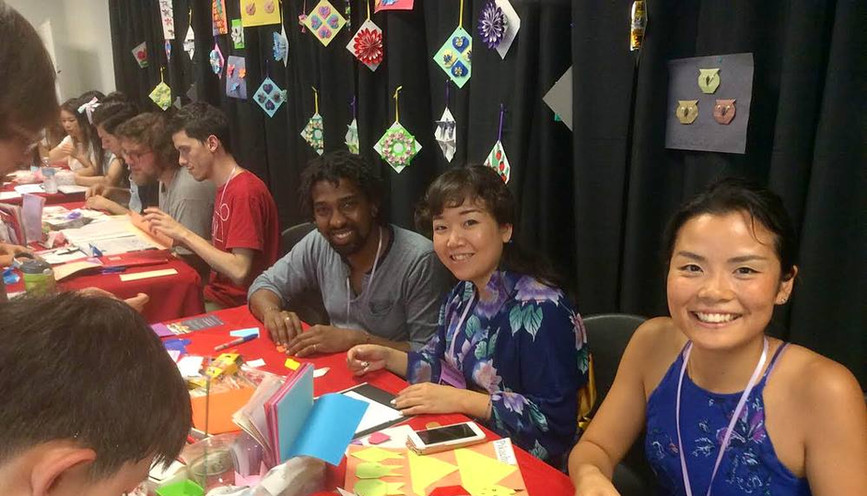 セントルイス日本祭で人気の折り紙を教えるボランティアをしました