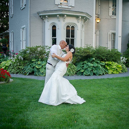 Bride and Groom Kiss | Unforgettable Events