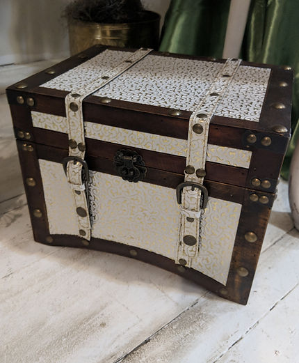 vintage small chest | Unforgettable Events