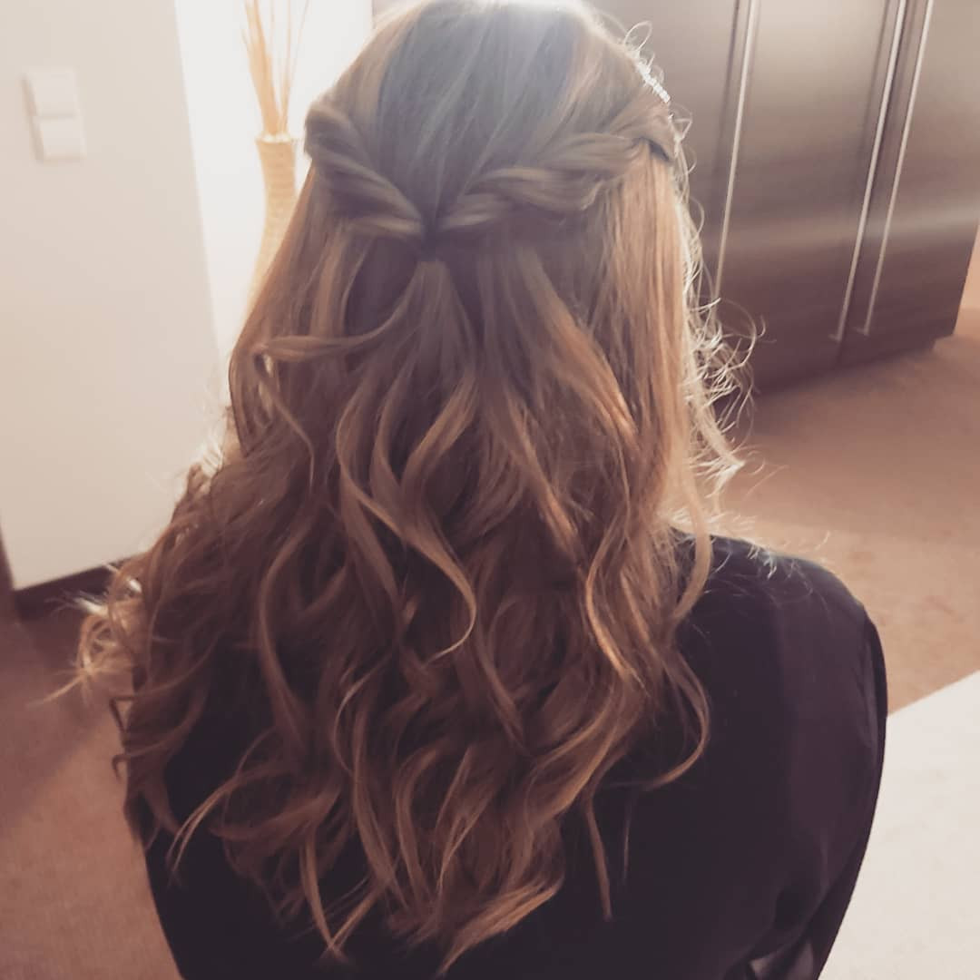 halmoffenes Haar mit Wellen