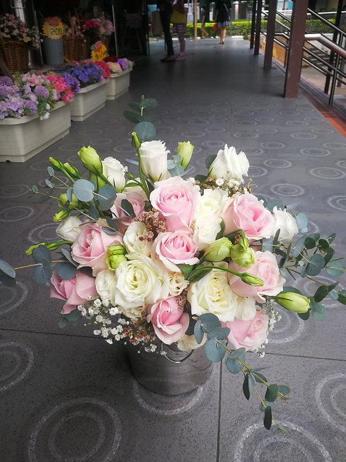 Rose & eustoma posy