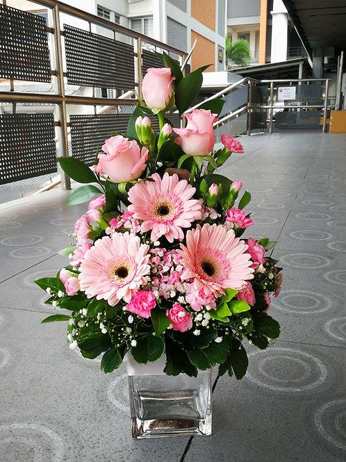 Pink rose & gerbera arrangement