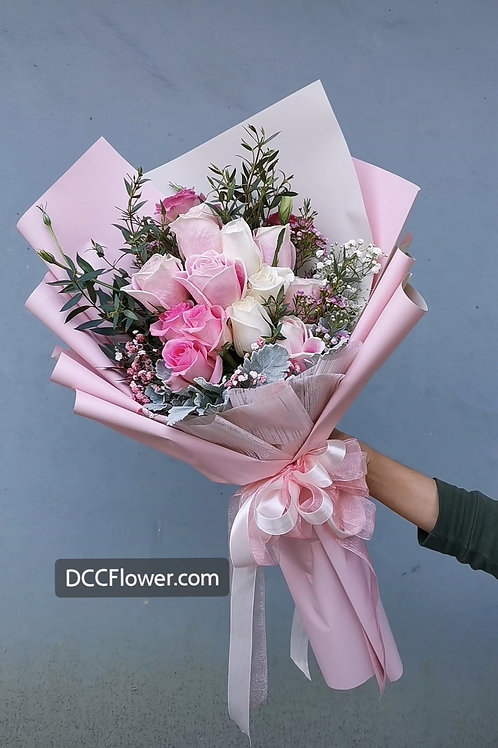 12 pink and white rose long bouquet