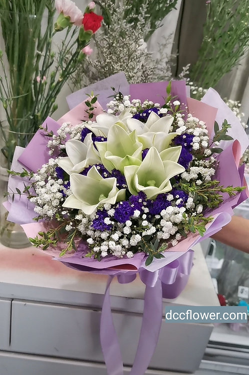 6 white lily bouquet