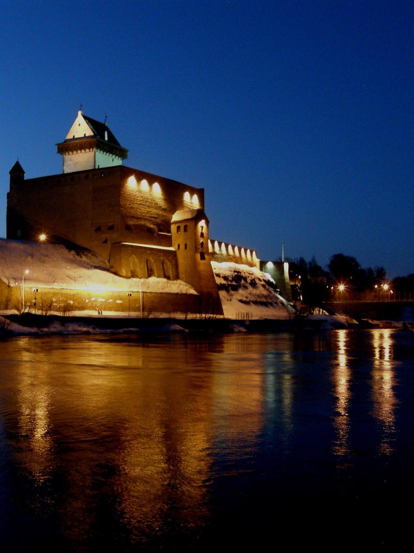 Surprising Narva Castle across the river
