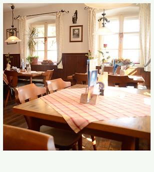 Gemütliche bayerische Gaststube in Fröhlichs Wirtshaus in Großweil nahe Walchensee und Glentleiten