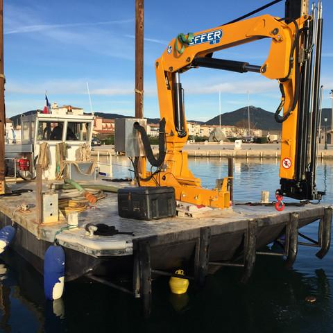 Barge travaux maritimes