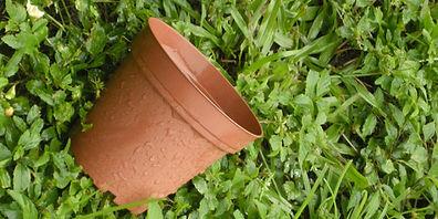 yard help planter