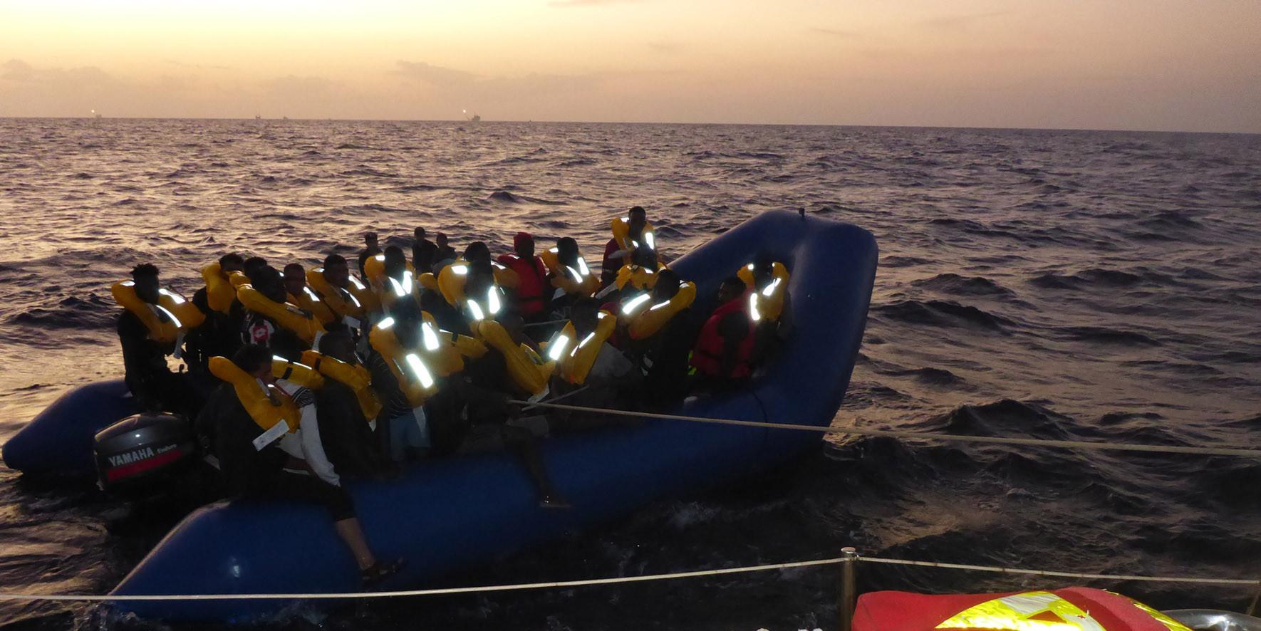 Flüchtlingsboot an der Josefa