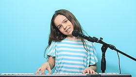 Vocals + Keys Girl 28562011.jpg