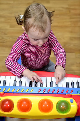 Piano Tots Girl Blk Keys 7581578.jpg