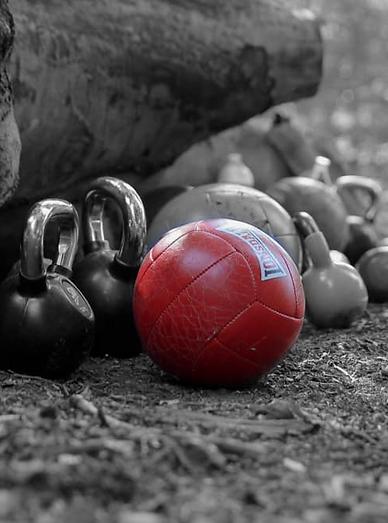 balle noir et blanc et rouge.png
