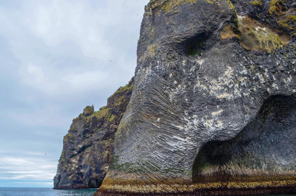 Rocher en forme d'éléphant sur les îles Westman en Islande