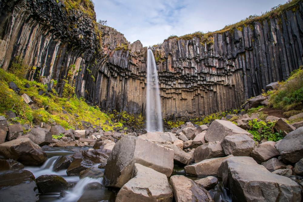 Cascade Svartifoss à Skaftafell et Orgues Basaltiques en Islande