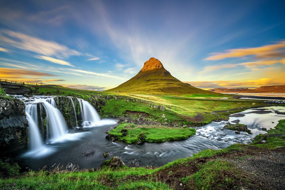 Montagne de Kirkjufell et sa cascade