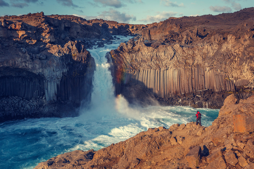 Cascade Aldeyjarfoss en Islande et Orgues Basaltiques en Islande