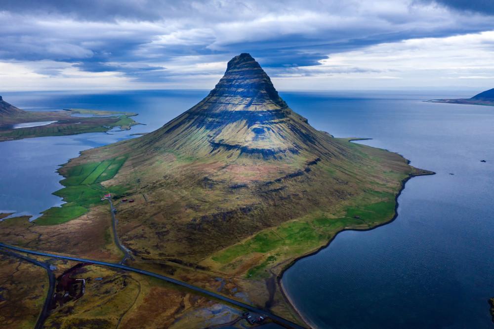 La montagne Kirjufell en Islande sur la péninsule de Snaefellesnes