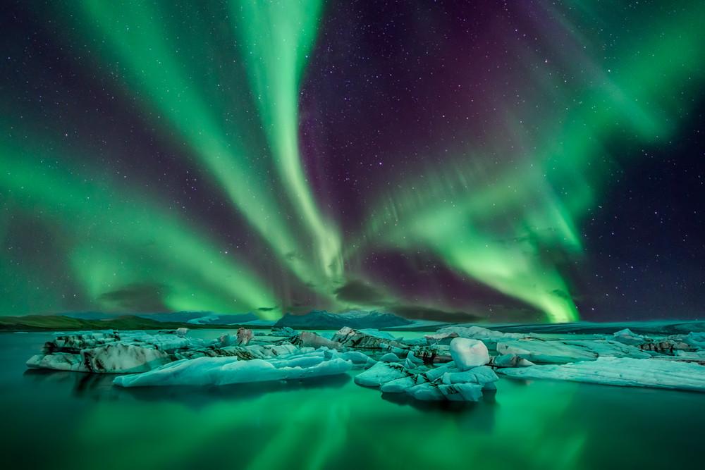 Aurores boréales en Islande au dessus du glacier lagoon - Top 5 des choses à faire en Islande