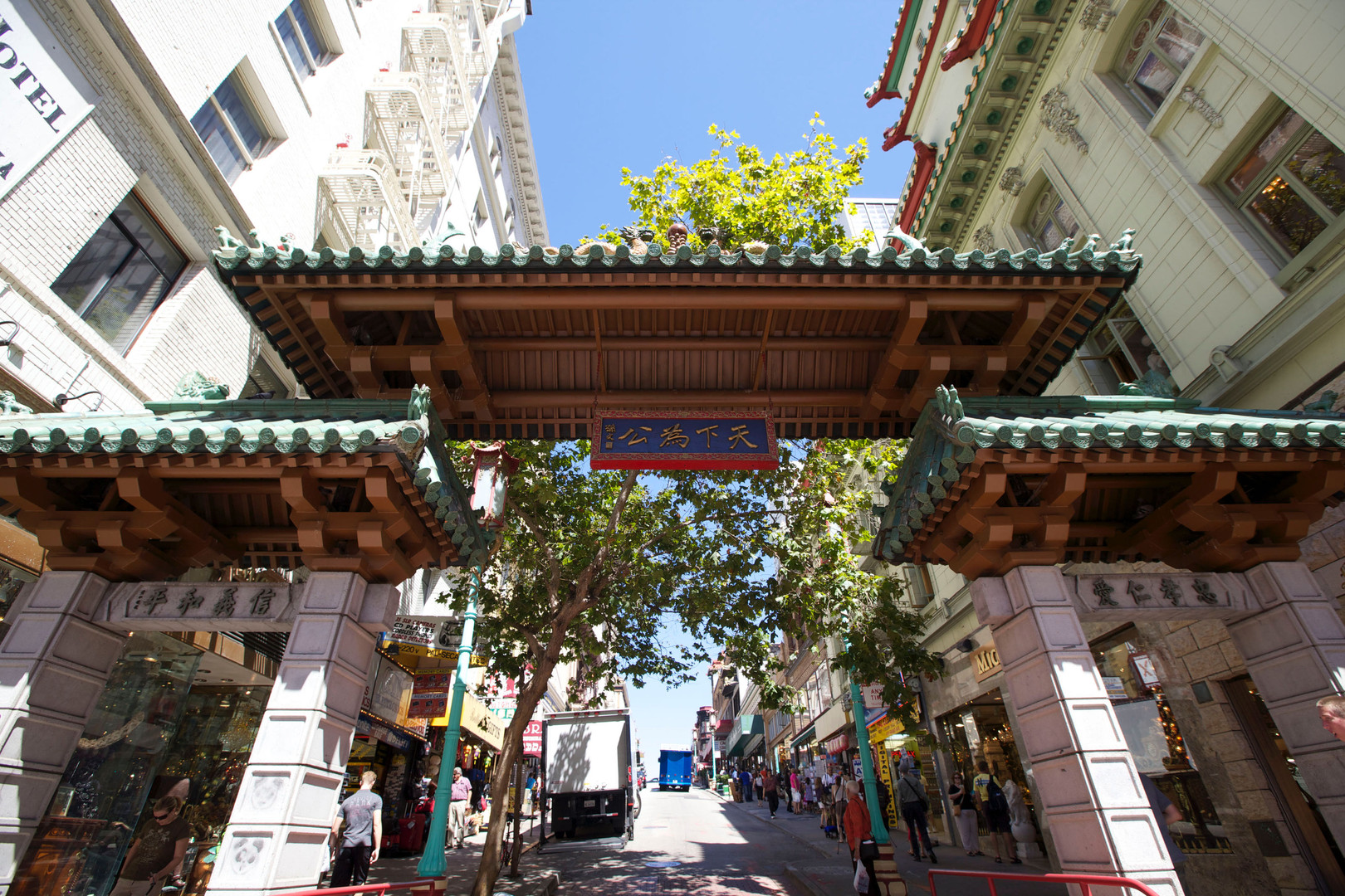 chinatown dragons gate close.jpg