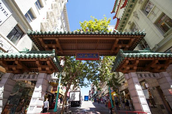 chinatown dragons gate close.jpg