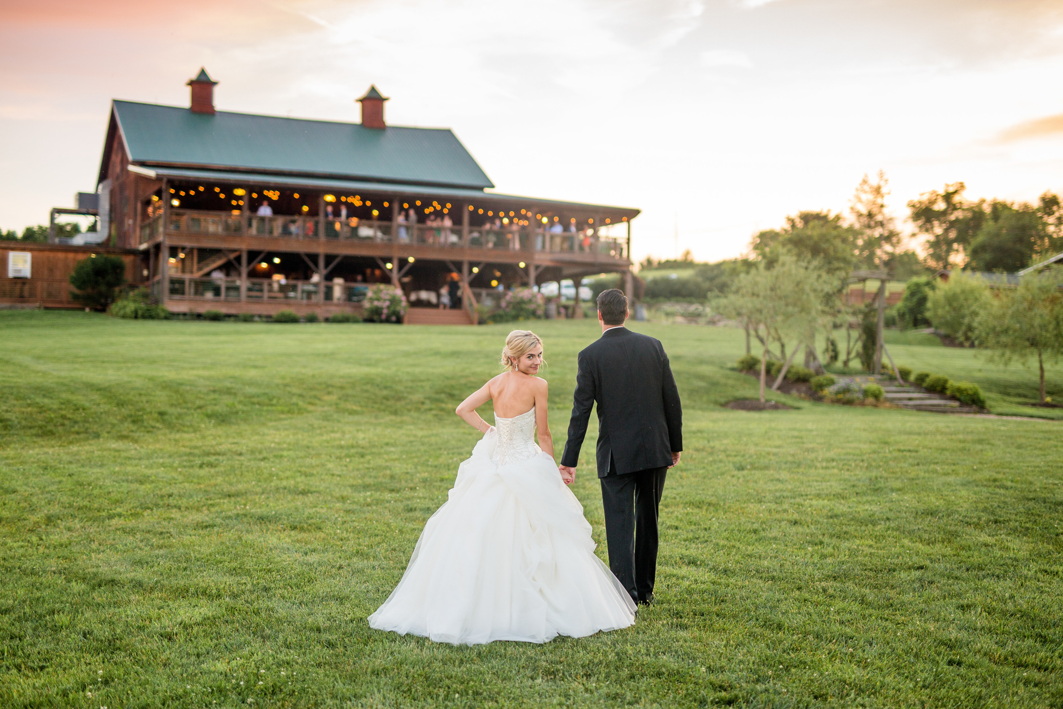 Lingrow Farms Weddings Barn Wedding