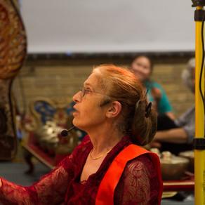Cerita Helen Pausacker, Sosok Dalang Wanita di Melbourne Australia