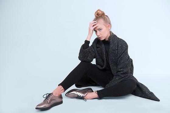 Moda-Model-Sitting